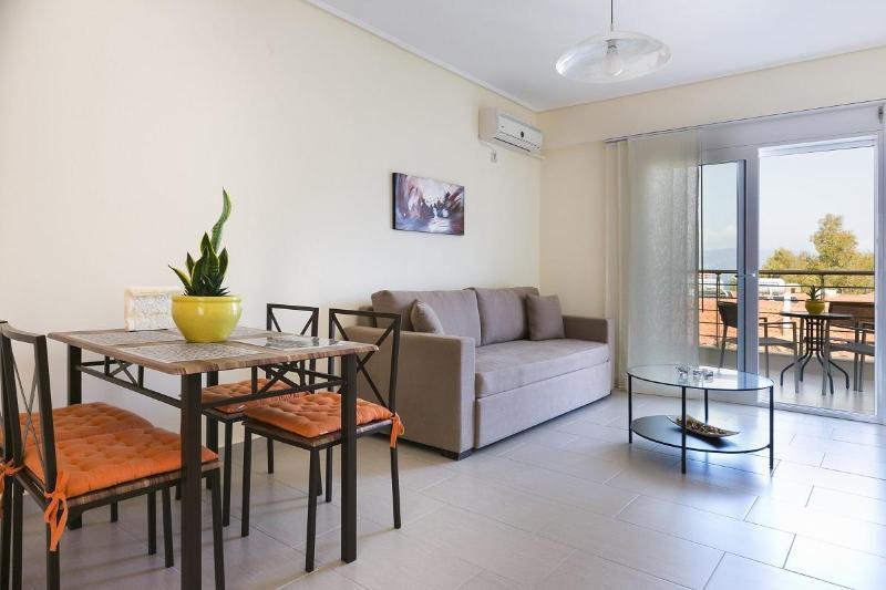 Living Room / Dining Area - Eucalyptus Apartments - Tangerine - Sami - rentals