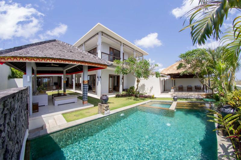 Villa Seratus luxury 3 Bedroom villa with 50m pool - Image 1 - Ungasan - rentals