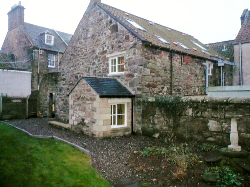 1b South Castle Street, St Andrews, Fife, KY16 9PL - Image 1 - Saint Andrews - rentals