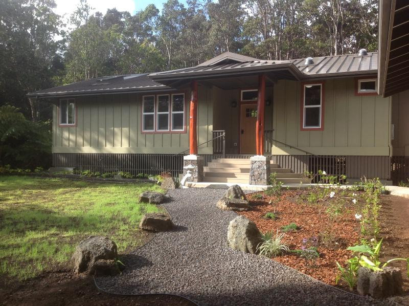 Front Pathway - Onaona Hale: Beautiful Upscale Rainforest Retreat - Volcano - rentals