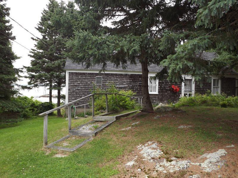 Barnacles as you will see it when you pull in to start your dream vacation - Barnacles Cottage_ Southport Island Maine - Boothbay - rentals