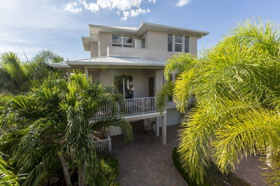 Lush palm trees and Florida fol-edge surround Island Pearl   - Upscale, Brand New Island Retreat surrounded by lush tropical gardens with Private Heated Pool -  Island Pearl - Fort Myers Beach - rentals