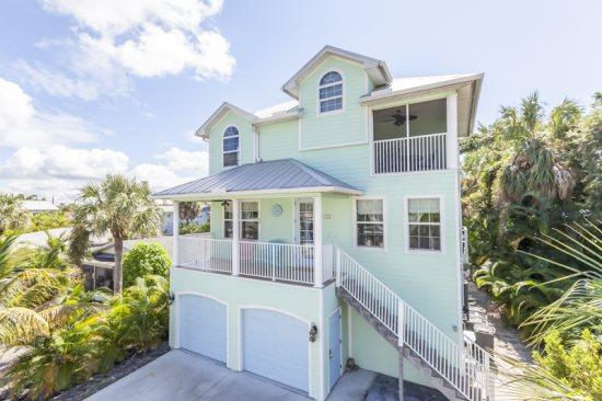 Key Lime Villa offers Gulf Views from this stunning new home with Private Pool -  Key Lime Villa - Image 1 - Fort Myers Beach - rentals