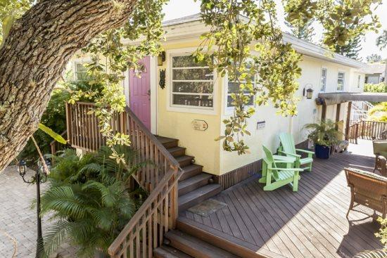 A Private Retreat with Great Outdoor Living -  Cozy Cottage - Image 1 - Fort Myers Beach - rentals