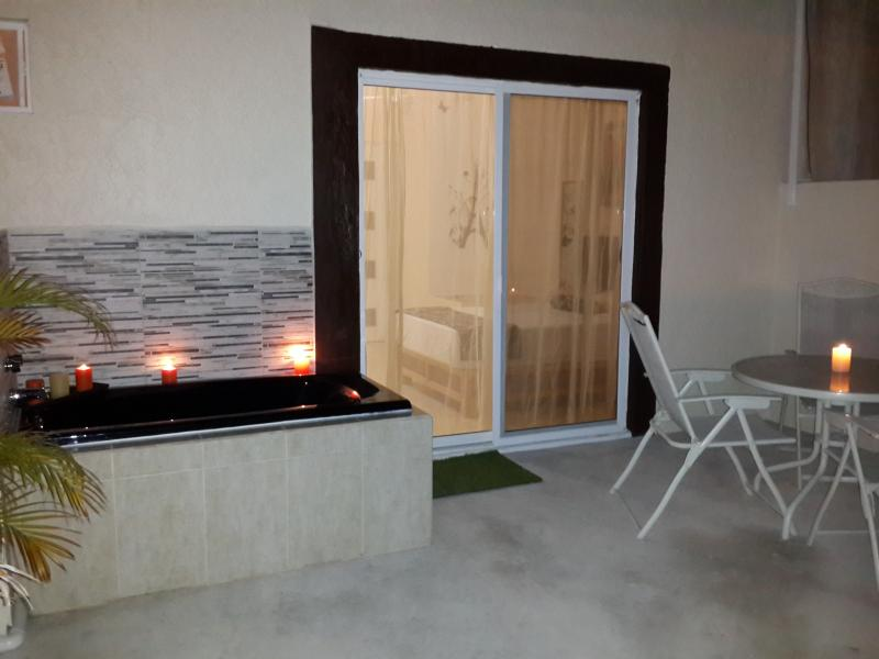 Romantic private Terrace, Bathtub, Hamaca, table - Apt. B - Romantic with Terrace - Cancun - rentals