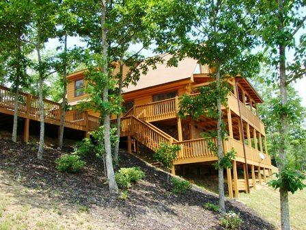 Sky Cove Retreat, Bryson City, NC - Sky Cove Retreat – Gorgeous Log Cabin with Extraordinary View. Minutes from Restaurants, Shopping and the Great Smoky Mountain Railroad - Bryson City - rentals