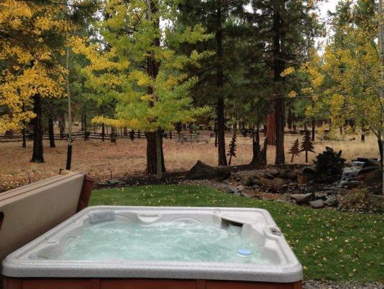 Wouldnt you like to relax here - 3 bedroom with Beautiful Yard and Private Hot Tub - Sisters - rentals