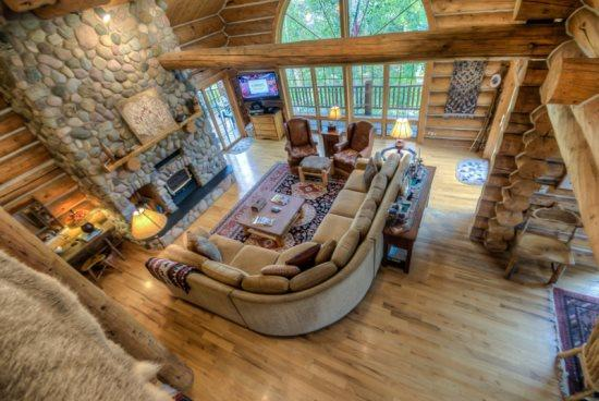 Grand Living Area With Vaulted Ceilings, Wood burning Fireplace, Flat Screen TV - Links and Logs Chalet - Steamboat Springs - rentals