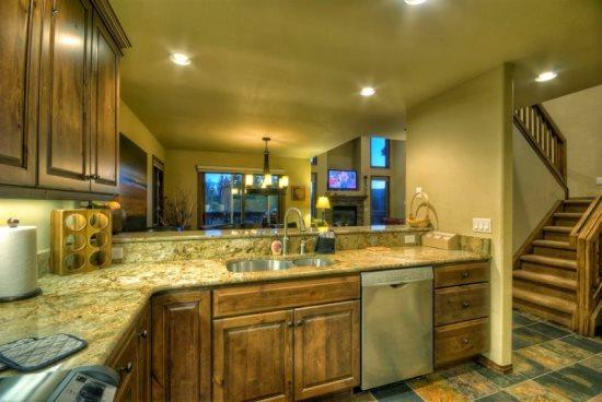 Fully Equipped Kitchen, Granite Counter Tops, Stainless Steel Appliances - Bear Cub Chalet - Steamboat Springs - rentals
