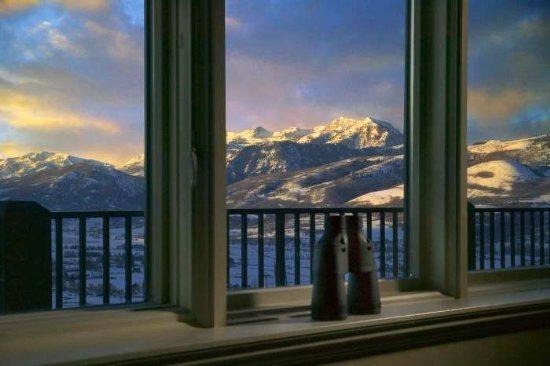 Utah Lodging  TR7  Main Level View - Panoramic Valley Views - Eden - rentals