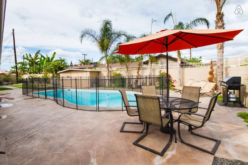 sparkling fenced swimming pool can be heated - SUMMER is AVAILABLE.14 BEDS. FREE Disney parking - Anaheim - rentals
