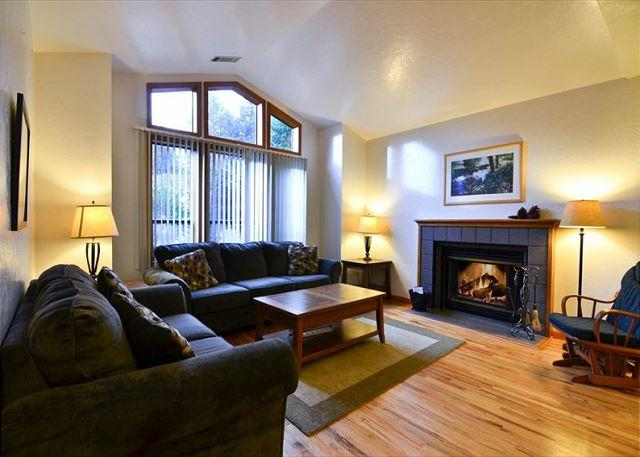 Parkside: Beautiful Home  by Sequoia Park and Hospital - Corporate & Vaca - Image 1 - Eureka - rentals