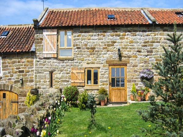 HONEY BEE COTTAGE, pet friendly, character holiday cottage, with a garden in Staintondale, Ref 1195 - Image 1 - Staintondale - rentals