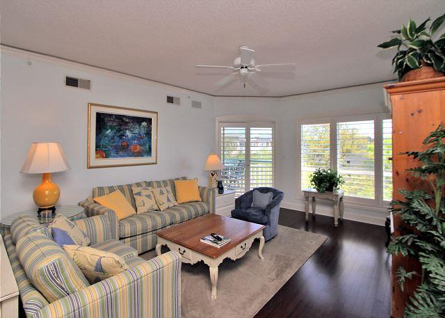 Living Area - 4501 Windsor Court North -Pretty 5th Floor Oceanview, 2 bedrooms.  Sleeps 7 - Hilton Head - rentals