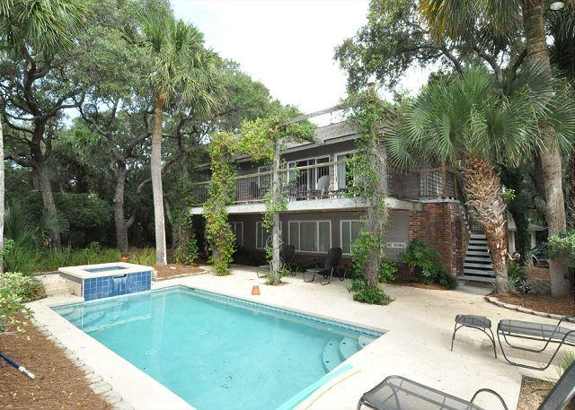 Exterior - 8 Lark - Cute 3 Bedroom Home 2nd Row From The Ocean! - Hilton Head - rentals