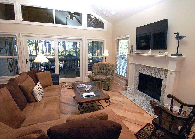 Living Area w/ flat panel TV - # 3 Beachside Home- Bedroom Home, 50 yards to the beach. Late Aug weeks Avail - Hilton Head - rentals
