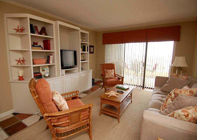 Living Room w/ Flat Panel TV - 335 Shorewood- Oceanfront/3 Bedroom sleeps 6.  Can't beat the location. - Hilton Head - rentals