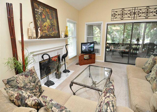 Living Area w/ Flat Panel - 231 Beachside Homes -4 Bedrooms and close to every South Beach amenity! - Hilton Head - rentals