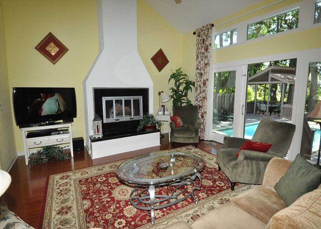 Living Area w/ Flat Panel TV - 48 Kingston Road - Cute & Renovated 3 Bedroom Home w/ Pool - Lagoon View - Hilton Head - rentals