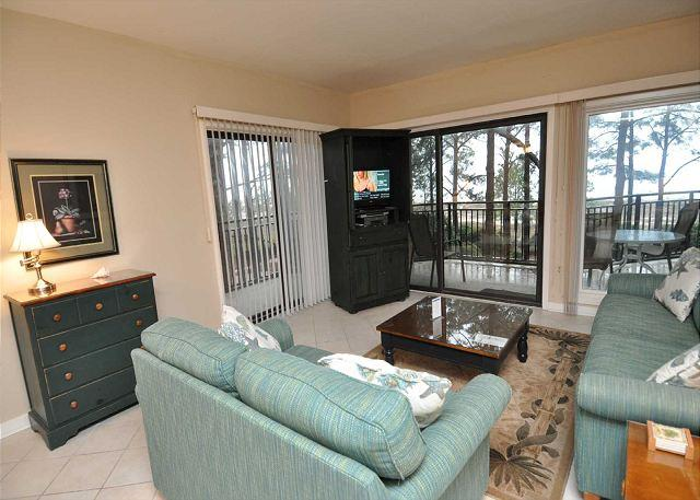 Living Area - 1832 Beachside Tennis- 3rd Floor With Gorgeous Views! - Hilton Head - rentals