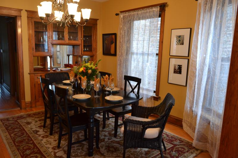 Formal Dining Room Seating for Six - Teri's Chicago Guest House * Lakeview Suite - Chicago - rentals