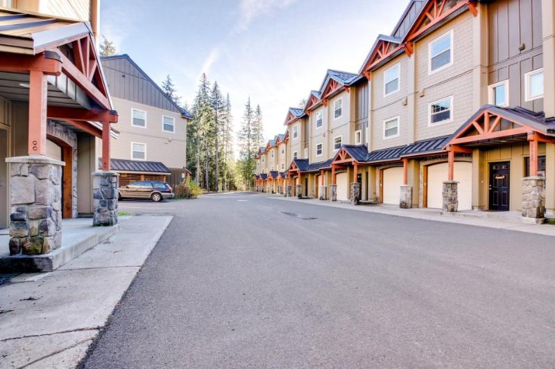 Simple, tasteful condo with pool/hot tub access! - Image 1 - Government Camp - rentals