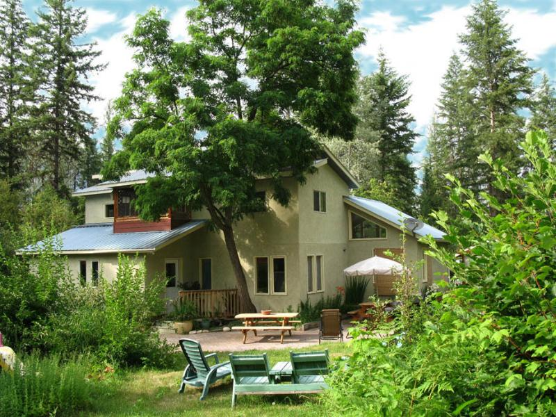 A Deluxe & Private Getaway in the Slocan Valley, located on a 3 acre setting. - Paradise Valley Lodge  Escape to the Slocan Valley - Nelson - rentals
