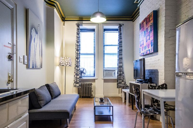 Living/dining room with 37in flatscreen tv, air condition and sleeper couch - Trendy 1 BR in the Heart of the East Village - New York City - rentals