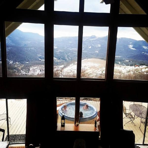 Relaxing in the hot tub after hitting the slopes - Million Dollar View / Amazing Cabin/ Hot tub/ Wifi - Beech Mountain - rentals