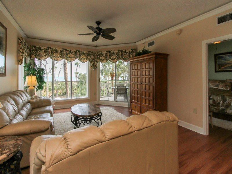 211 Windsor Place Living Room with Balcony Access - 211 Windsor Place - Palmetto Dunes - rentals