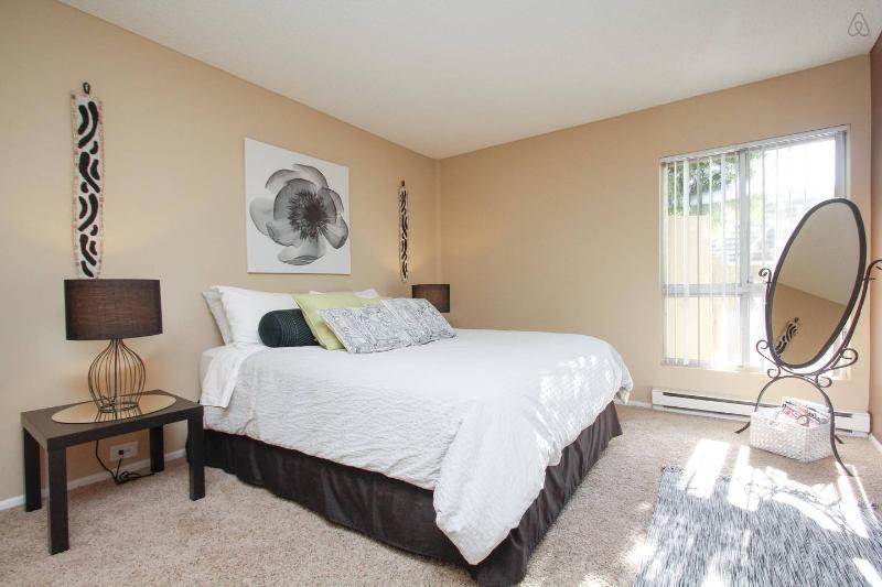 Relax, Luxurious Resort Style 1BR. Newport Beach - Image 1 - Newport Beach - rentals