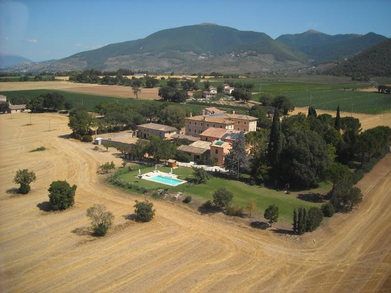 apartments in country house near to Spoleto - Image 1 - Spoleto - rentals