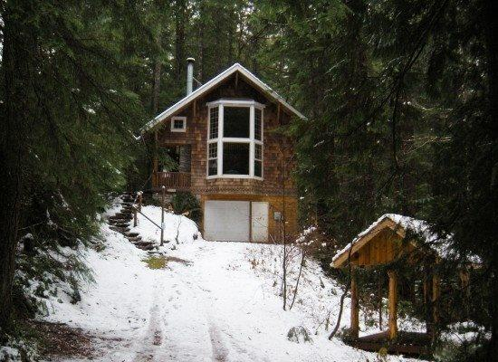 The front of Cabin 25 - Snowline Cabin #25 - A great country-style cabin with a hot tub! Pet friendly, with WIFI. - Glacier - rentals