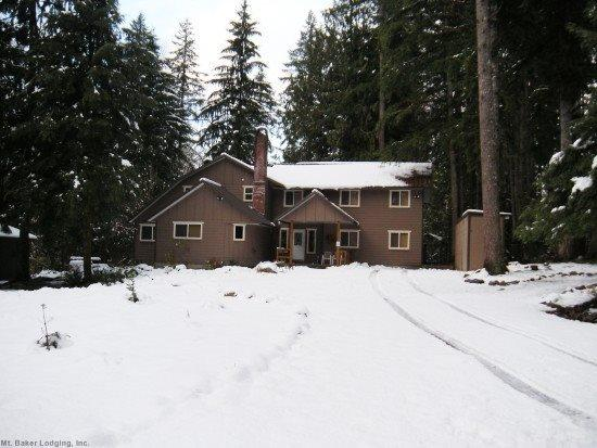 The front of Cabin 3 - Mt Baker Lodging Cabin #3 - Very large cabin on acreage! - Glacier - rentals