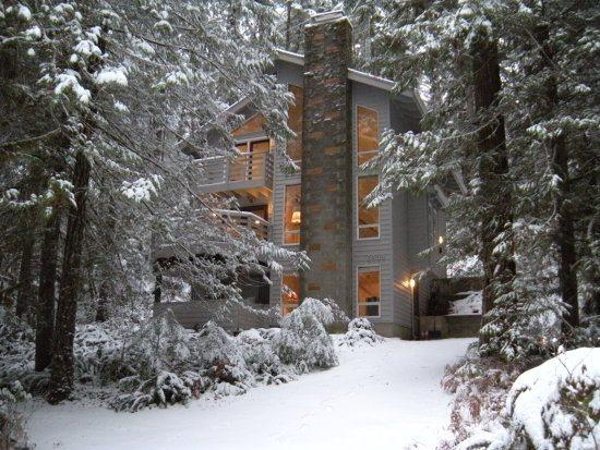The front of Cabin 42 - Snowline Cabin #42 - Beautiful 3-story cabin that sleeps 6! - Glacier - rentals