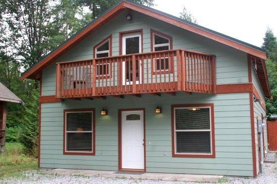 Mt. Baker Rim Cabin #59 - Private outdoor hot tub and pet friendly! - Image 1 - Glacier - rentals
