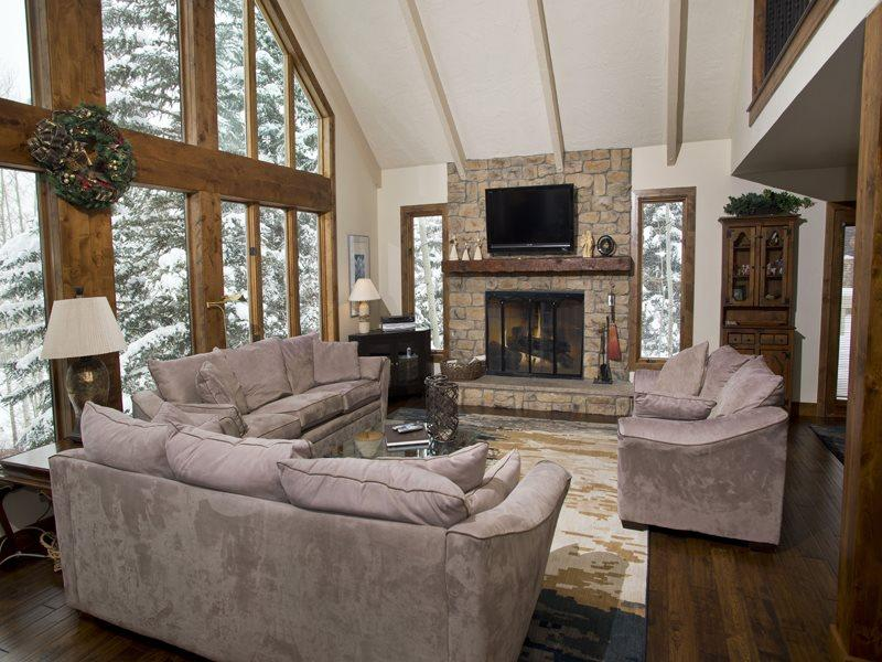 Living Room - Enjoy this beautiful 5 bedroom Vail vacation home located near Lift 20 at the base of Vail Mountain. - Vail - rentals