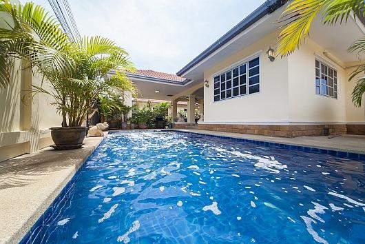 Baan Chokdee - 5 Bed - Private Pool - Image 1 - Jomtien Beach - rentals
