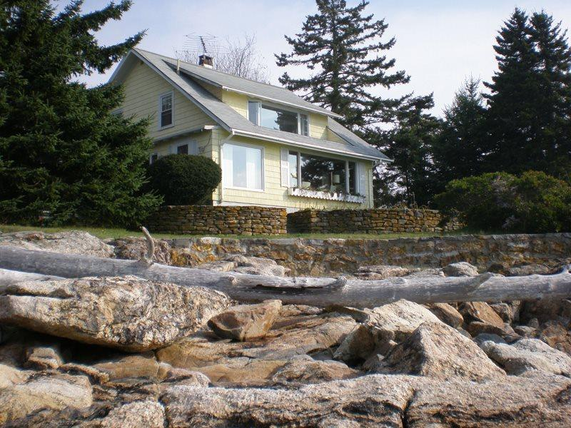 Beachcroft as seen from the beach - BEACHCROFT COTTAGE | OPEN OCEAN | BEACH | KAYAK | SOUTHPORT ISLAND - Boothbay - rentals