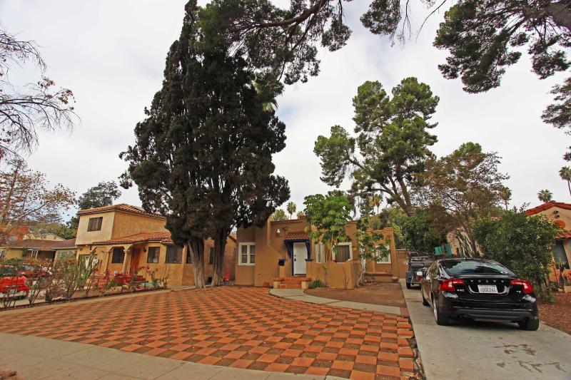 Convenient 3+2 w/ Patio & Backyard - Sleeps 6! - Image 1 - Los Angeles - rentals