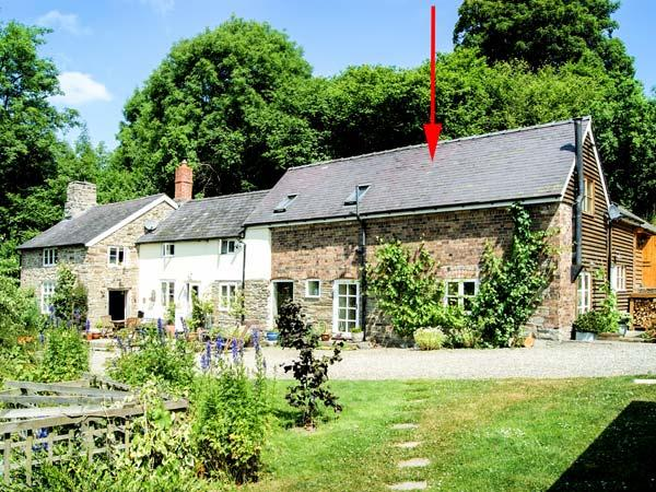KING GROVE COTTAGE, semi-detached barn conversion, woodburner, shared front south-facing garden, in Clun, Ref 28737 - Image 1 - Clun - rentals