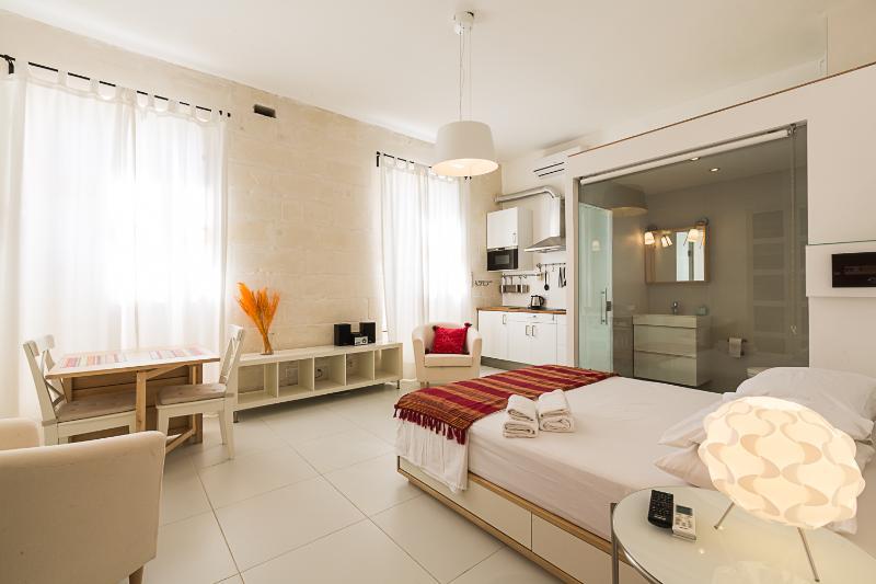 Two Pillows - Orange studio apartment - Two Pillows_Orange Room - Sliema - rentals
