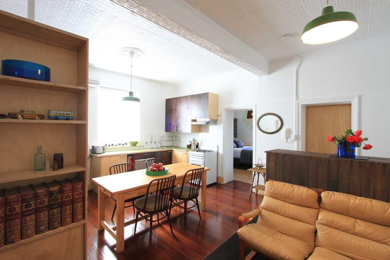 The Solomon 1 apartment - Image 1 - Beaconsfield - rentals