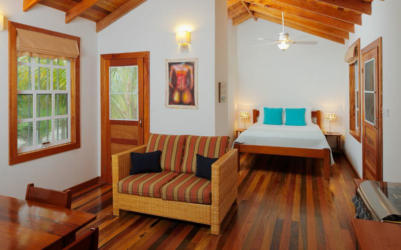 Weezie's Purple cottage 1 bedroom w swimming pool - Image 1 - Caye Caulker - rentals