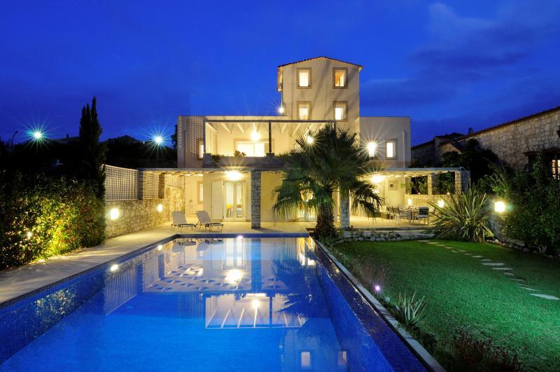 Cretan Mansion by night - CRETAN MANSION CHANIA RETHYMNO - Dramia - rentals