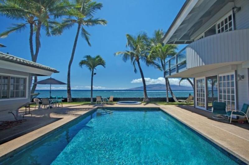 Lahaina Maui beachfront - Lahaina on the beach that sleep up to 18 guests! - Lahaina - rentals