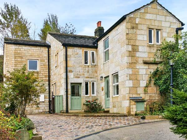 SALTER RAKE GATE COTTAGE, pet-friendly cottage, woodburning stove, WiFi, patio with furniture, near Todmorden, Ref 905529 - Image 1 - Todmorden - rentals