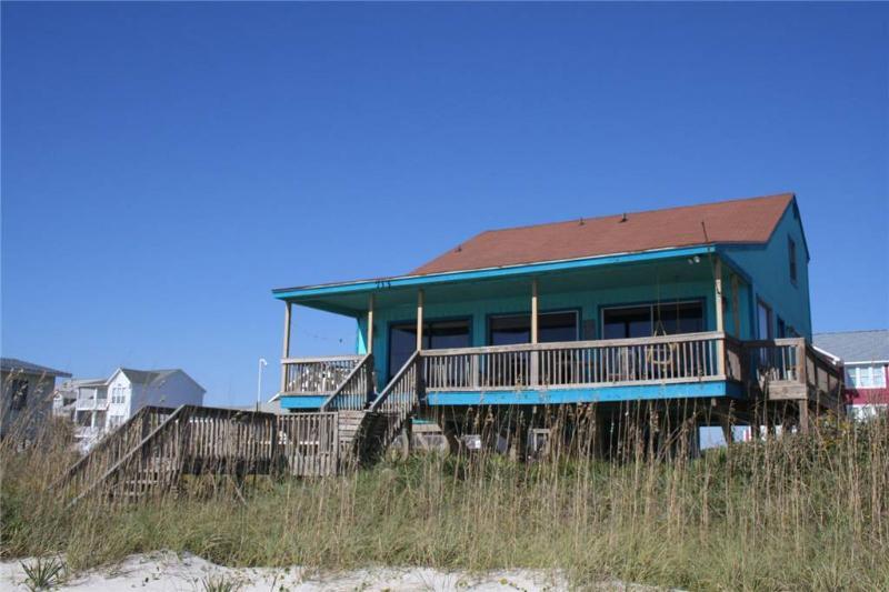 A Pirate's Paradise 713 West Beach Drive - Image 1 - Oak Island - rentals