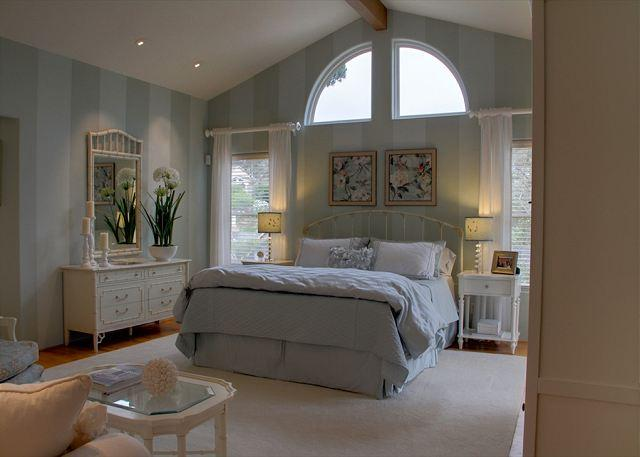 3485 Avalon by the Sea ~ Spacious, Luxurious, Chef's Kitchen, Plush Beds - Image 1 - Monterey - rentals