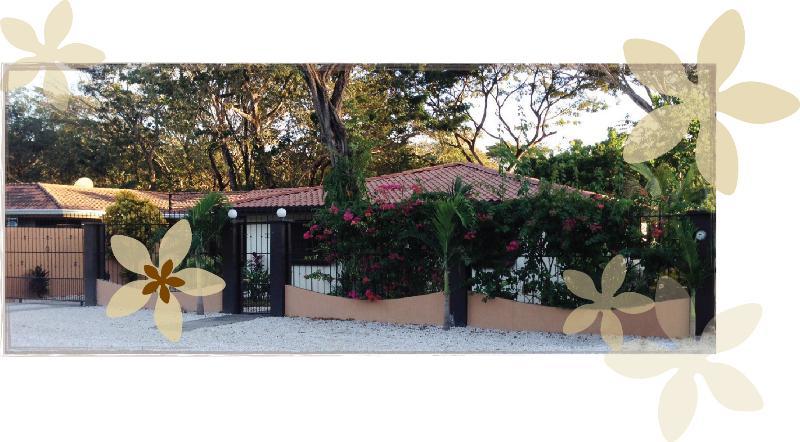 casa petals - CASA PETALS beautiful home near the beach - Playa Potrero - rentals
